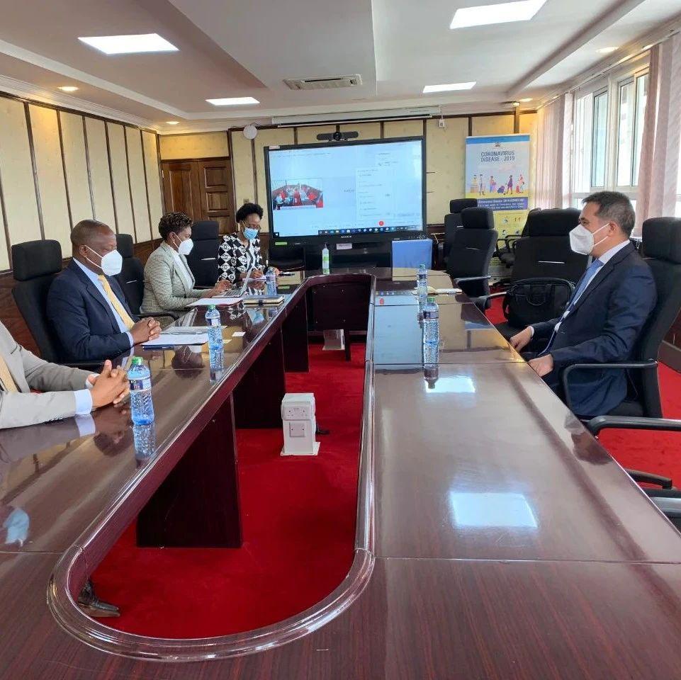 驻肯尼亚大使会见肯卫生部长卡格维