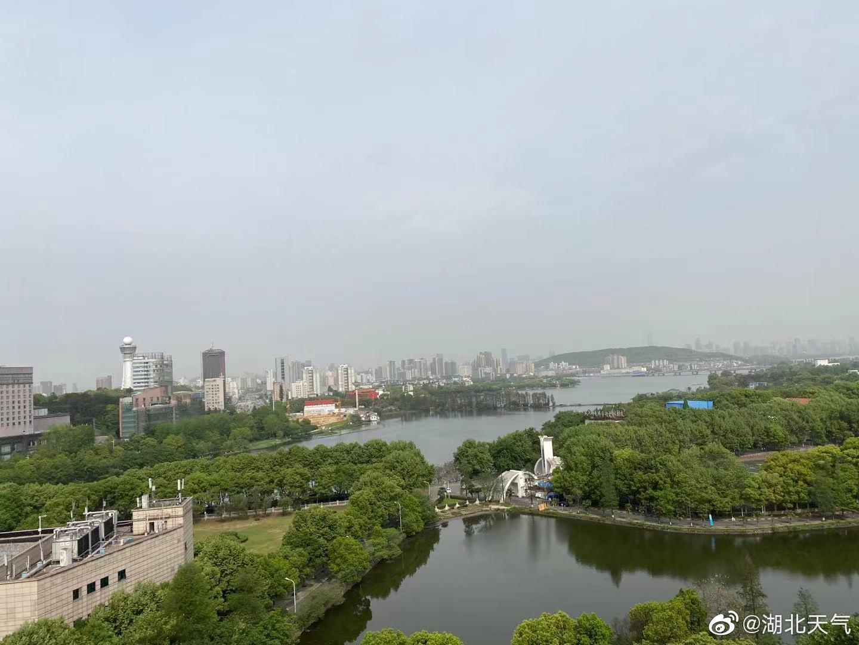 今天早晨8时,我省大部分地区空气质量为良好,武汉、荆州局部地区还有些轻度污染