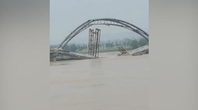 洛阳一在建大桥发生坍塌