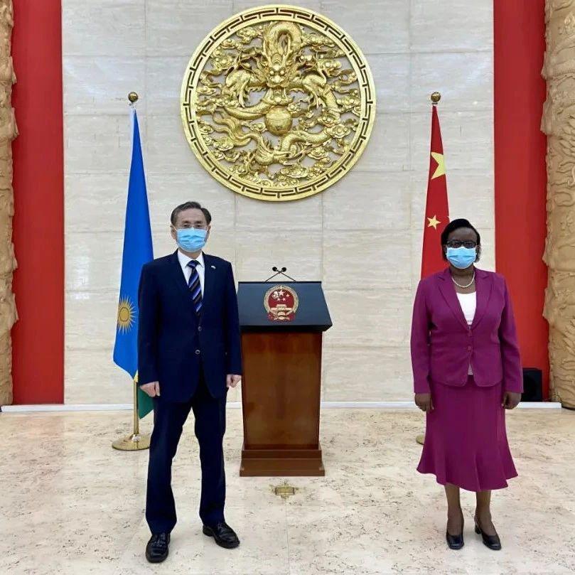 驻卢旺达大使会见卢人权理事会主席穆卡辛