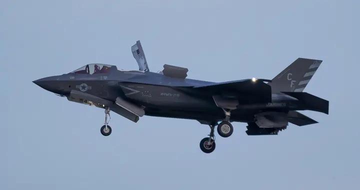 英美联手:美海军陆战队10架F-35B战机将随英国航母前往印太地区