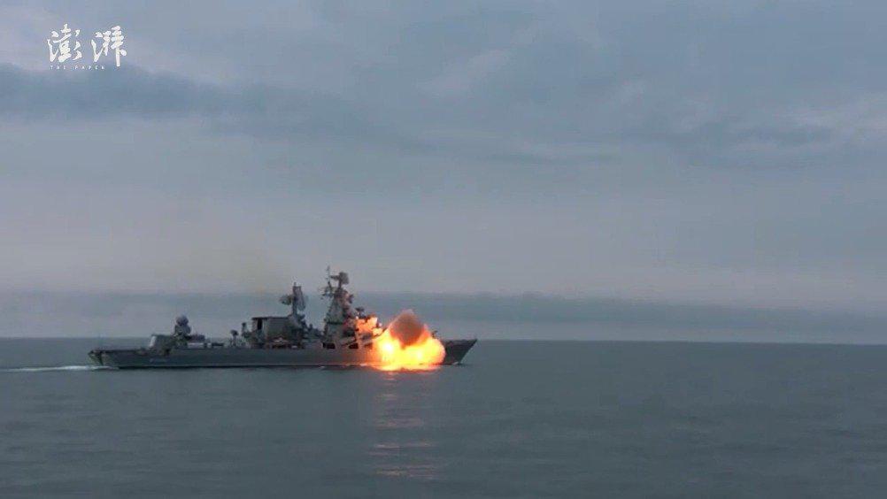 俄军舰黑海试射反舰导弹