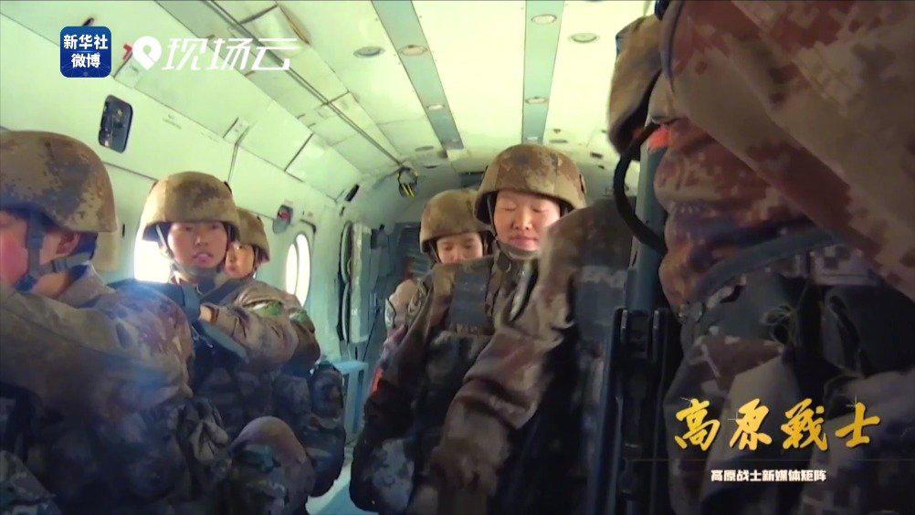女兵武装机降