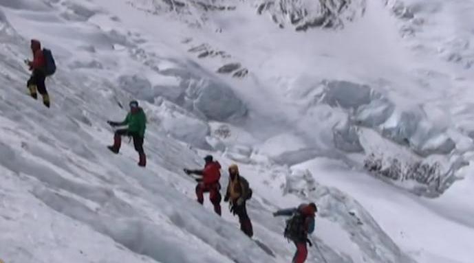 2名外国登山者在珠峰死亡