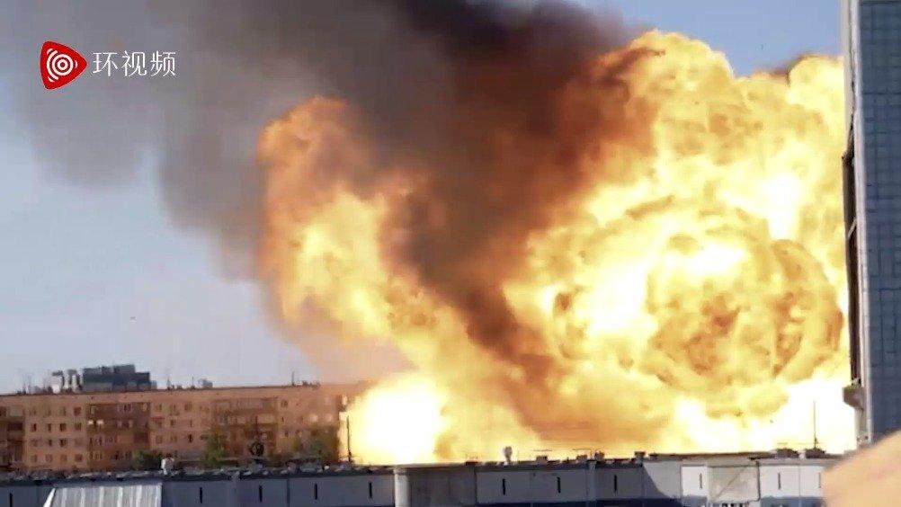 加油站爆炸现蘑菇云