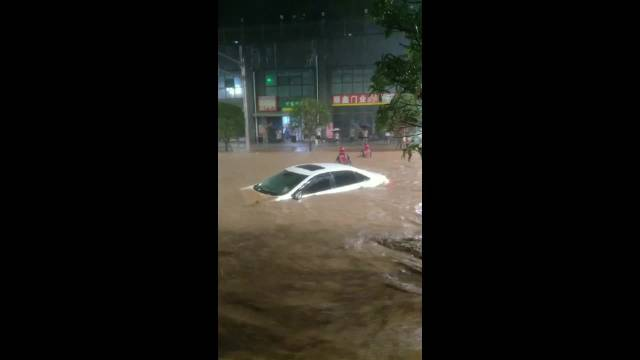 四川巴中夜降大雨