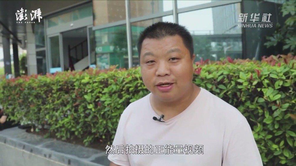 他拍下郑州暴雨砸车救人一幕
