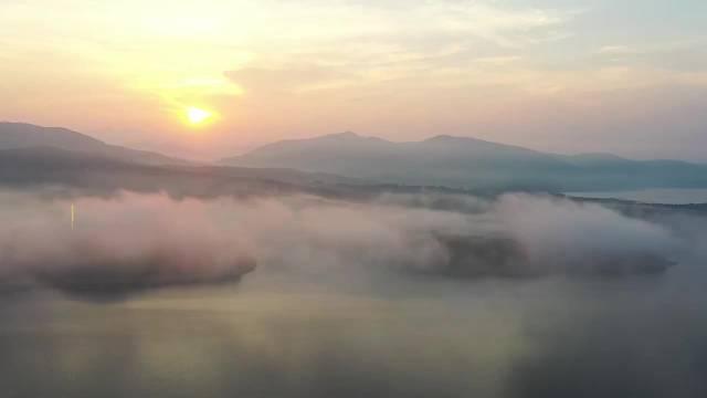 辽宁丹东密集出现云海景观