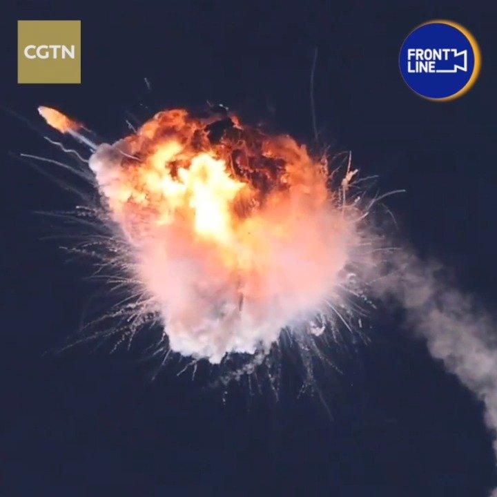 美国一航天公司火箭首飞爆炸