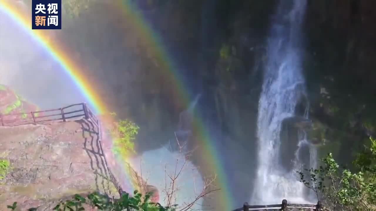 壮观!河南焦作云台山群瀑现彩虹奇观