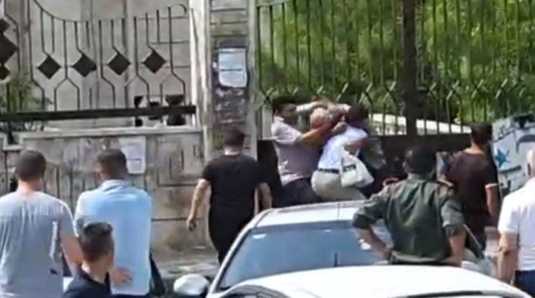叙利亚两男子吵架掏出手榴弹