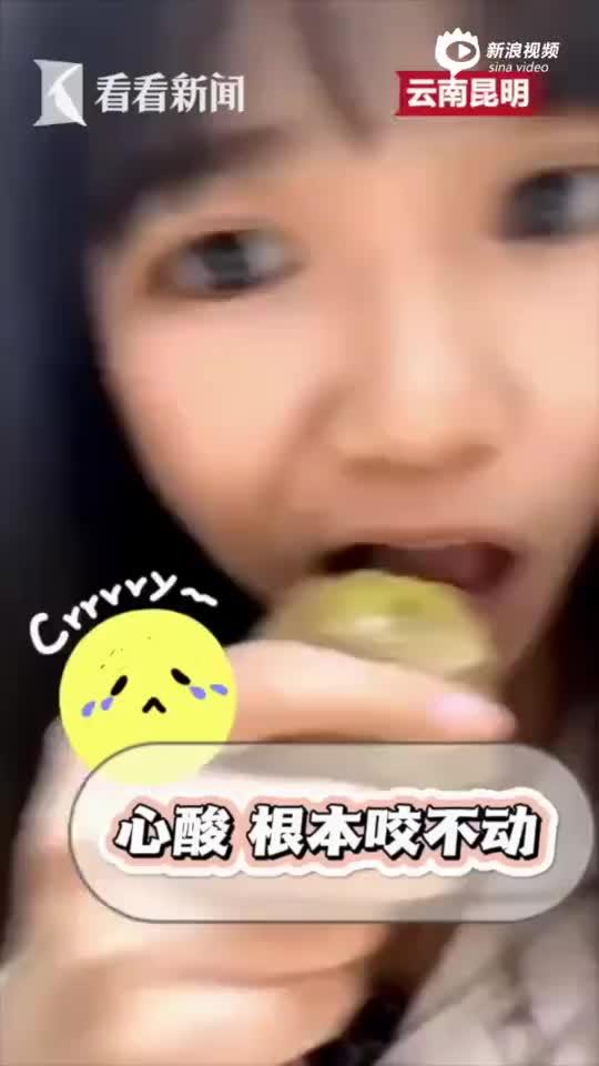 女孩看完长津湖尝冻土豆