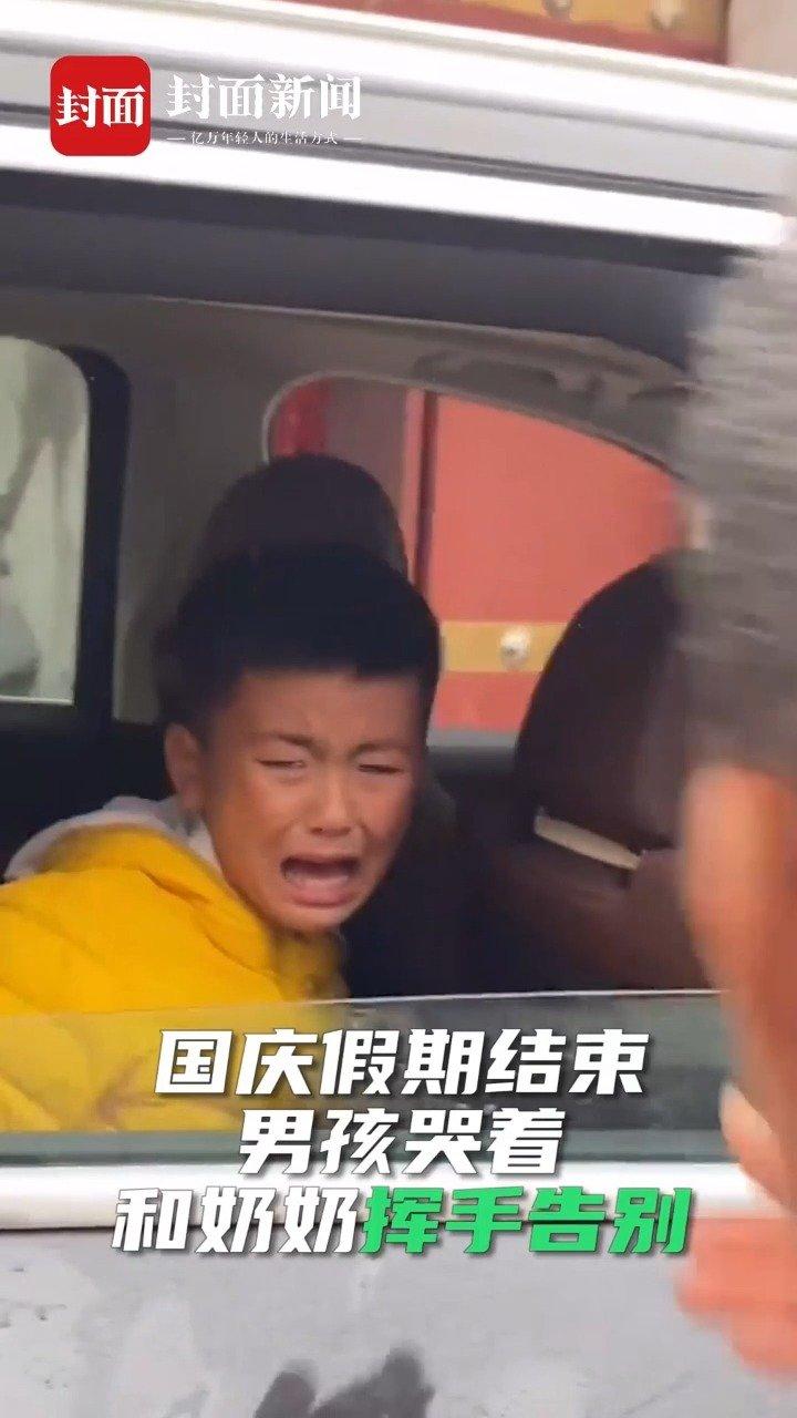男孩返程舍不得奶奶哭成泪人