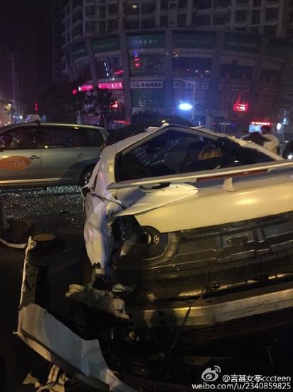 在上海的中山北路镇坪路发生一起车祸,肇事车是一辆gtr,司机是游戏