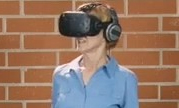 国外老头老太初次体验VR游戏 玩得好开心大呼过瘾
