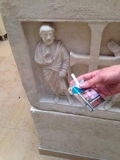 不了不了,公众场合不吸烟