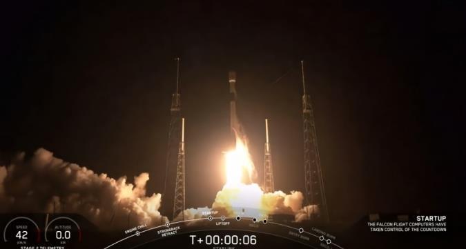 SpaceX首批60颗互联网卫星发射成功 并将一枚一级火箭回收