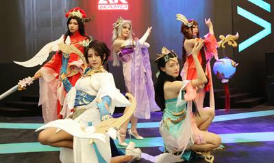 ChinaJoy 阿卡丁展台的小姐姐们真是美爆了!