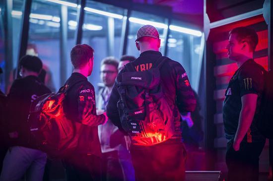 【蜗牛电竞】SLI群星联赛半决赛:NAVI与Fnatic成功晋级