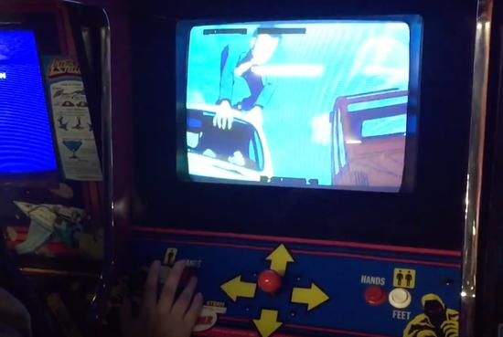 在一款名叫《Cliff Hanger》的街机游戏中,使用了《鲁邦三世》电影作品《卡里奥斯特罗之城》和《鲁邦与复制人》的动画内容