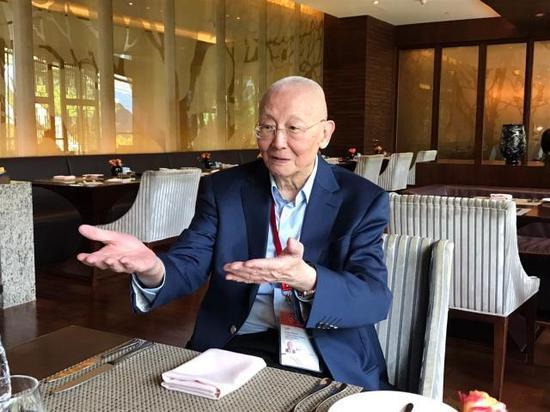 亚奥理事会终身名誉副主席魏纪中面对体坛电竞采访