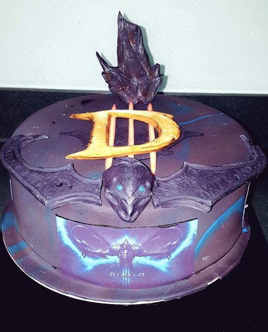最棒的生日礼物!暴雪赠Quin69暗黑3主题蛋糕