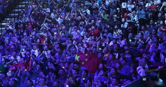 今年的TI冠军盾牌和永不缺席的那一抹中国红
