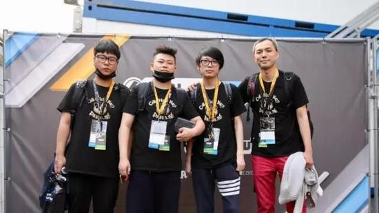 自左至右:Tovelo、Obang、大Mu、荣爷117