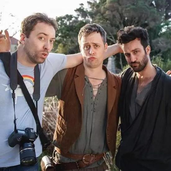 从左至右分别是罗文、艾伦和亚当