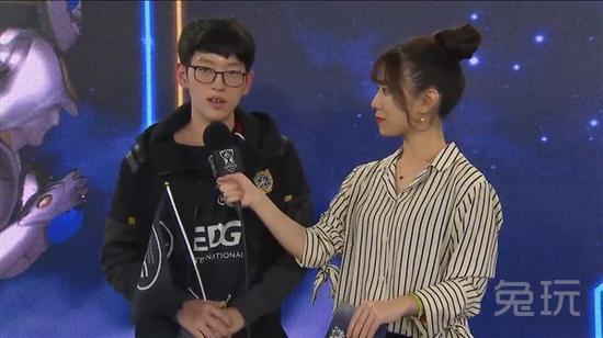 英雄联盟全球总决赛EDG出线三拿MVP 小学弟韩文台用中文感谢粉丝