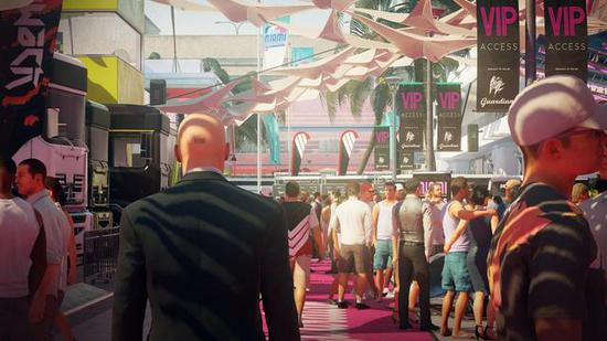 《杀手2》游戏既提供了脚本化的线性路线,又给予了玩家即兴行动的自由