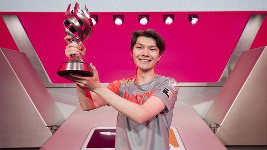 OWL:Sinatraa荣膺MVP,Haksal获年度最佳新秀