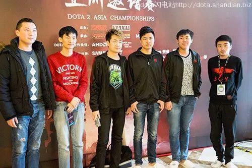 BG1.0的五名成员,从左二至右分别是lamn、rotk、Burning、iceice、xiao8