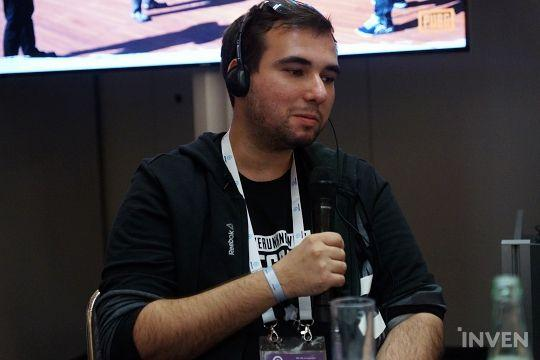 帕维尔·斯莫列夫斯基,游戏枪战和动作设计的负责人