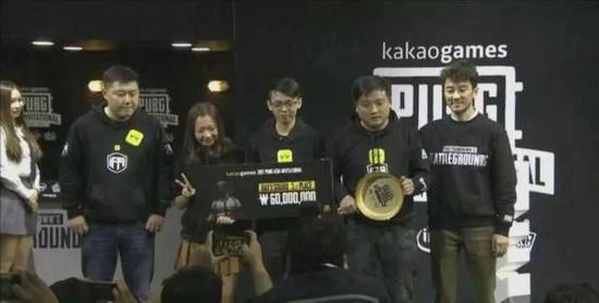 IFTY带妹吃鸡拿到最终的冠军金锅