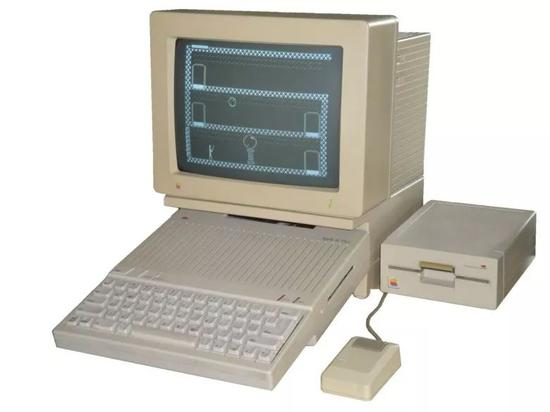 苹果公司于1977年上市的个人电脑AppleII