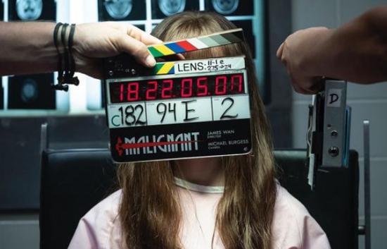 温子仁执导新片《恶性》片场照 拍摄进入最后阶段