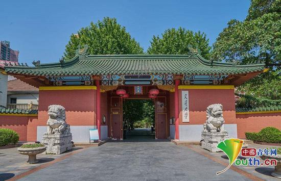 """5月5日,""""坚定文化自信 传播时代新声""""《王者历史课》文化名家中华优秀传统文化大讲堂在上海交通大学成功举办。图片取自网络"""