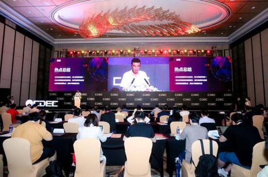 中国音像与数字出版协会第一副理事长、中国音数协游戏工委主任委员张毅君发布报告。