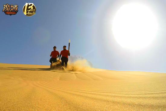 2.130公里长途跋涉,魔域官方团队与玩家并肩挑战沙漠马拉松