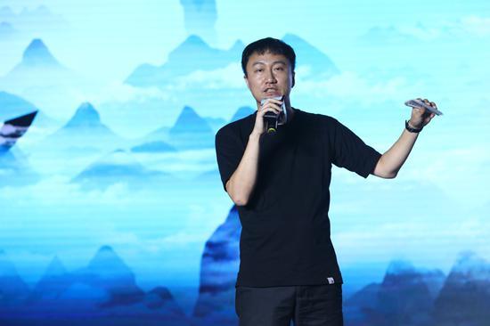网元圣唐副总裁、产品运营中心负责人王鹏现场发言