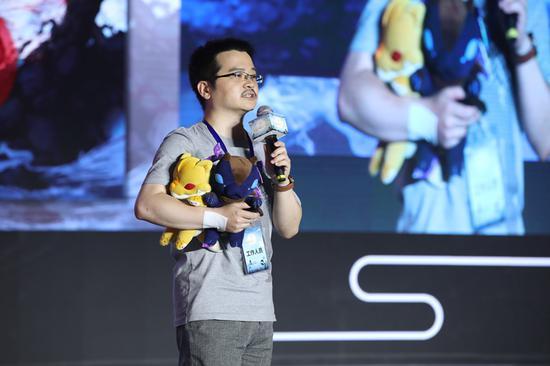 网元圣唐高级副总裁、上海烛龙总经理、《古剑奇谭网络版》产品监制李想现场发言