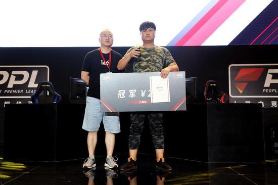《QQ飞车》端游项目冠军—杜洪伟
