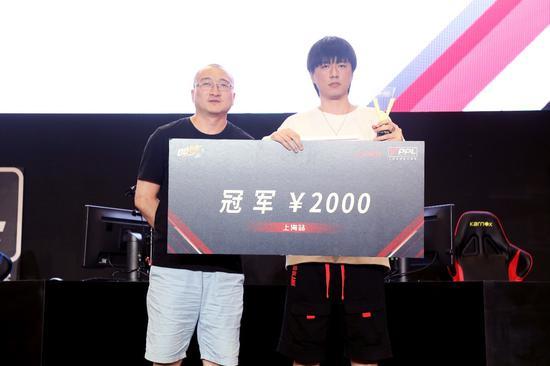 《QQ飞车》手游项目冠军—邹焜焜