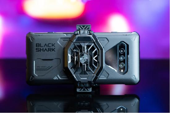 新浪游戏实验室:黑鲨游戏手机4,离奇猴子骁龙870加磁动力升降肩键,定位游戏手机次旗舰