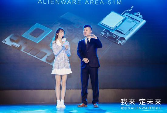 戴尔中国消费及小企业事业部产品总监傅智威与知名游戏主播南波儿揭晓新品