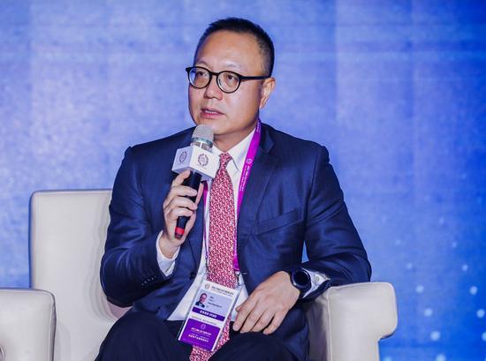 """图为完美世界CEO萧泓博士参与""""新文化产业:技术、平台与IP""""议题讨论"""