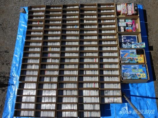 3290款PS初代日版游戏 装满了整整98箱