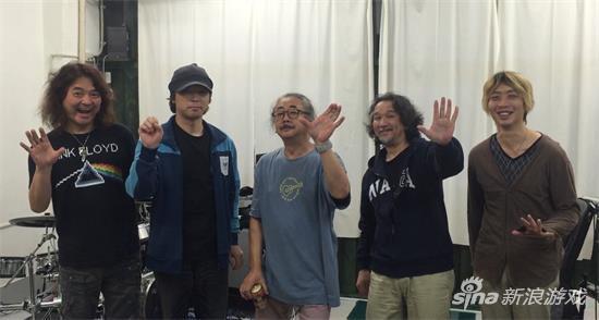 左一这位就是《舰娘》的制作人冈宫道生