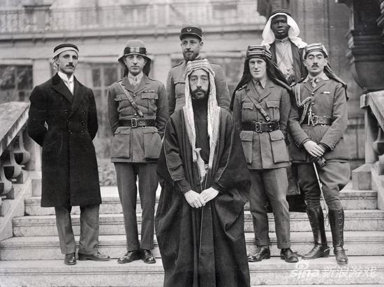 与阿拉伯贵族合照